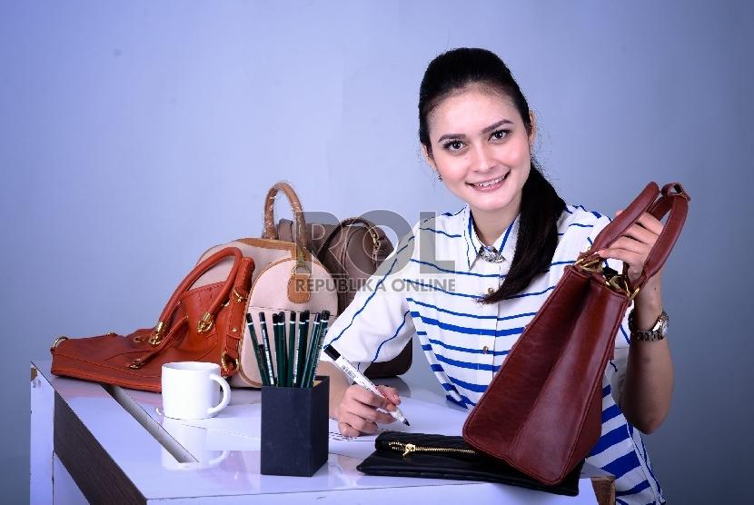 Memulai bisnis dan mendagangkannya secara online menjadi salah satu pilihan yang bisa dicoba untuk memperoleh penghasilan tambahan.