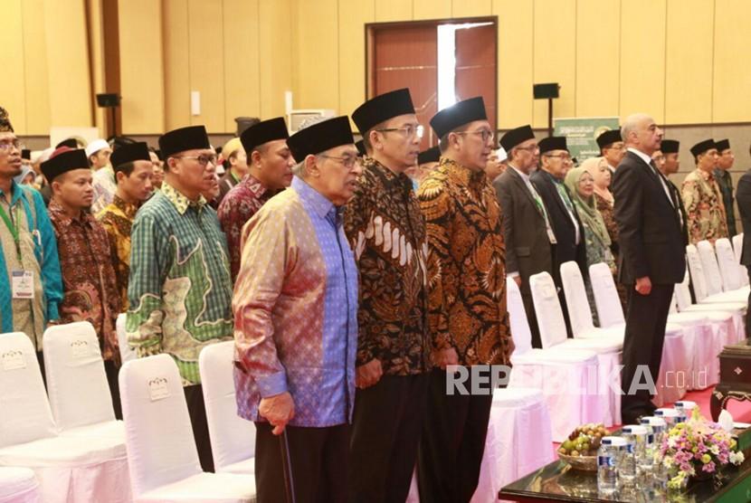 Menag bersama peserta Konferensi Internasional dan Multaqa Alumni Al Azhar menyanyikan lagu Indonesia Raya