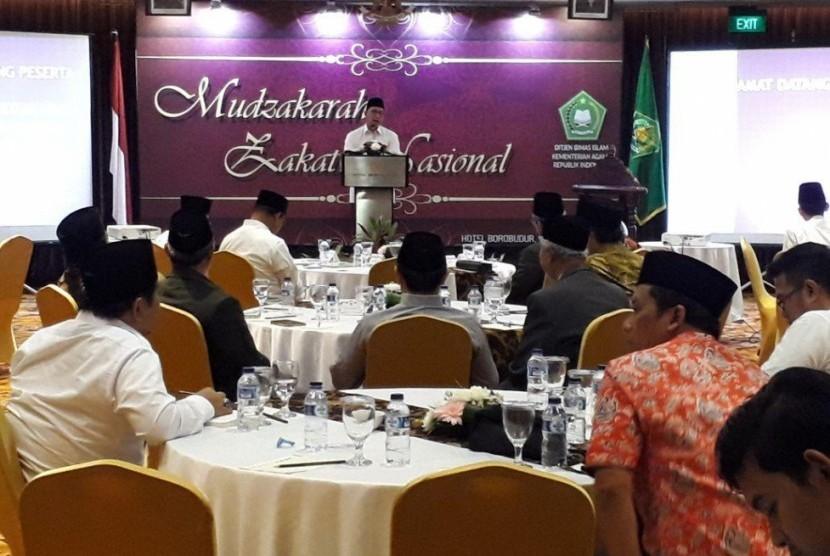 Menag Lukman memberi sambutan pada Muzakarah Zakat Nasional di Jakarta (Foto: Kemenag.go.id)