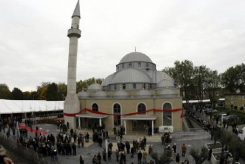 Masjid di Swedia Dicoret-coret