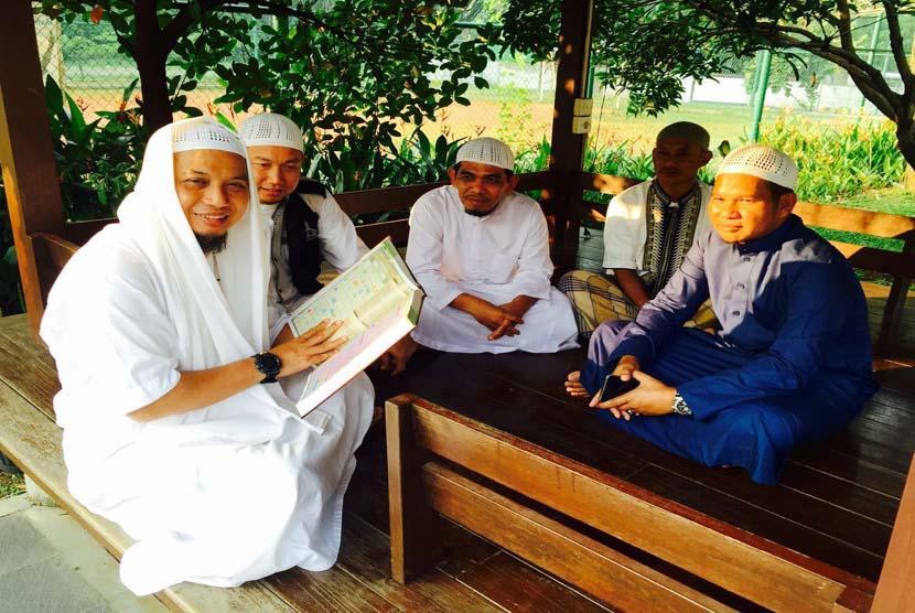 Mengkaji Alquran, salah satu kegiatan yang sangat dianjurkan pada bulan Ramadhan.