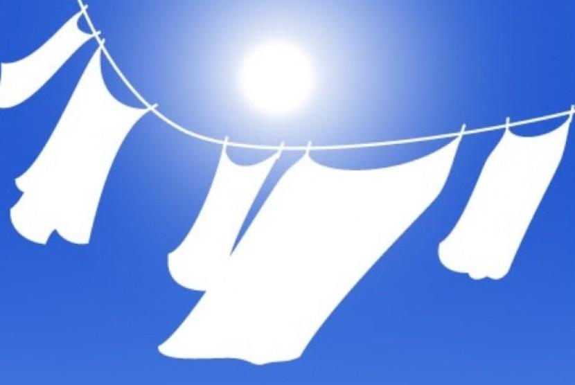 Menjemur pakaian di bawah sinar matahari. Ilustrasi.