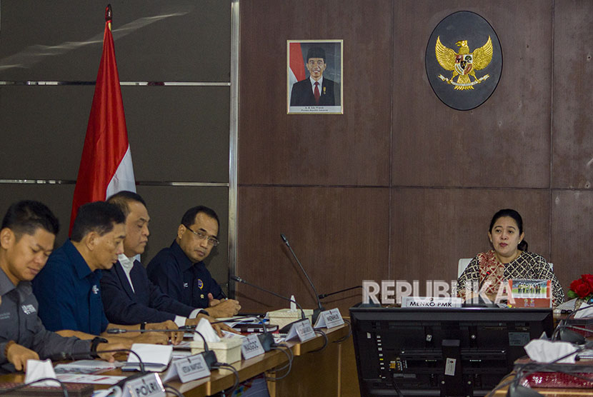 Coordinating Minister for Human Development and Culture, Puan Maharani (right) leads a coordination meeting on Asian Games security with a number of ministers and representatives from ministries and state institutions in Jakarta, on Thursday.