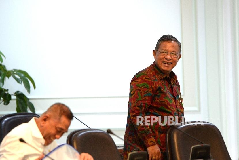 Menko Perekonomian Darmin Nasution menghadiri rapat terbatas di Kantor Kepresidenan, Jakarta, Selasa (30/5).