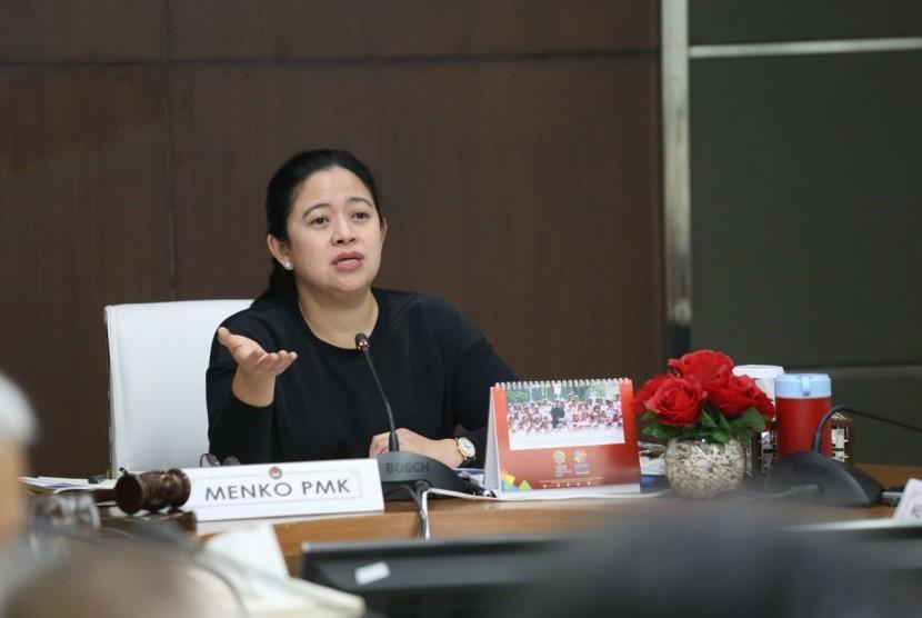 Menko PMK Puan Maharani usai memimpin Rakor Tingkat Menteri (RTM) tentang percepatan pelaksanaan Program Padat Karya di Desa yang berlangsung di Ruang Rapat Menko Lantai 1, Kemenko PMK, Jakarta.