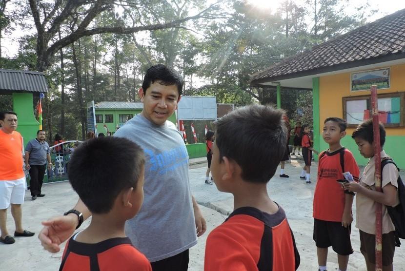 menpan RB Yuddy Chrisnandi mengunjungi SDN Linggasana, Kuningan, Jawa Barat, Sabtu (5/9).