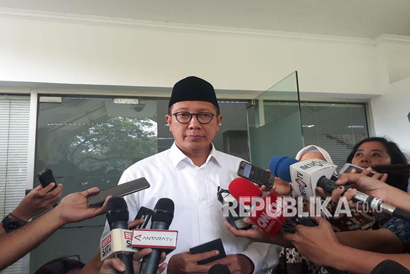 Menteri Agama Lukman Hakim memberikan memberikan keterangan pers, Selasa (15/5).