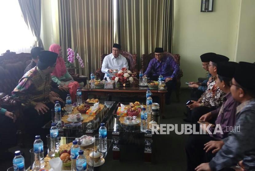 Menteri Agama Lukman Hakim Saifuddin berdialog dengan pimpinan IAIN Bukittinggi, membahas kebijakan tentang cadar yang dikeluarkan kampus, Jumat (23/3).