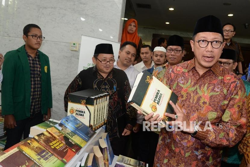Menteri Agama Lukman Hakim Saifuddin saat peluncuran Terjemahan Alquran ke bahasa daerah dan Ensiklopedia Pemuka Agama Nusantara di Kemenag, Jakarta (Ilustrasi)