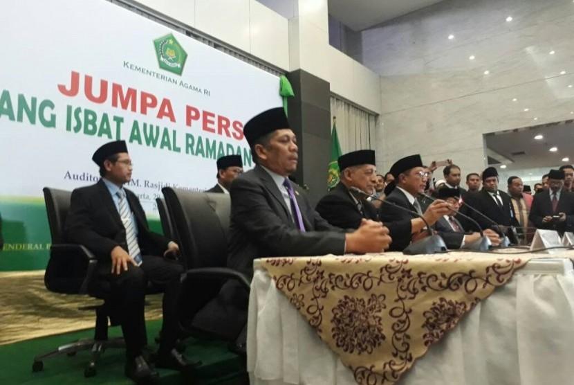 Menteri Agama RI, Lukman Hakim Saifuddin (tengah) dalam sidang isbat