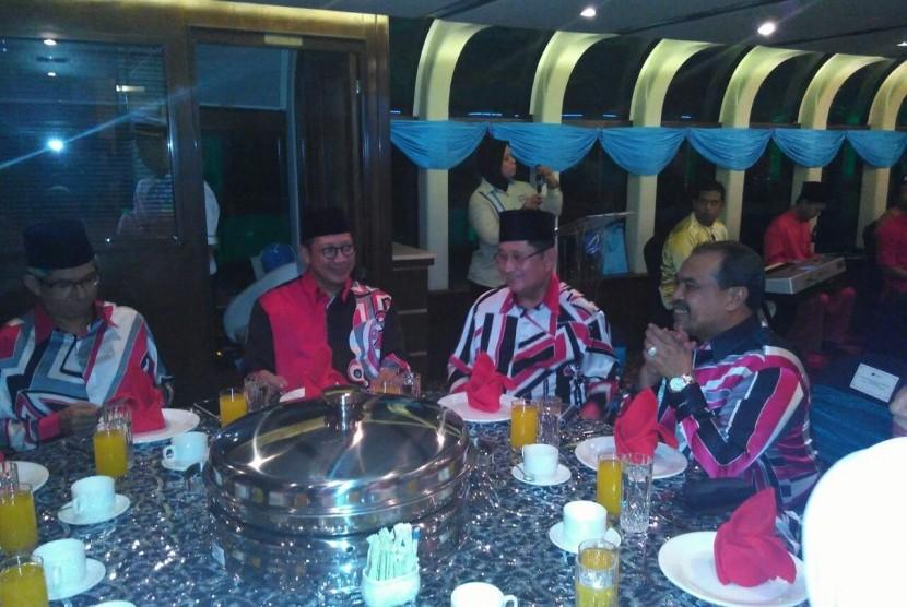 Menteri Agama RI Lukman Hakim Saifuddin menghadiri jamuan makan malam pada acara Senior Official Meeting (SOM) Menteri Agama Brunei Darussalam, Indonesia, Malaysia dan Singapura (MABIMS) di Kuala Lumpur, Malaysia.