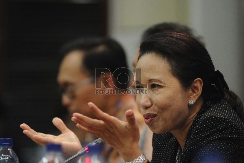 Menteri Badan Usaha Milik Negara (BUMN) Rini Soemarno berbicara dalam Forum CFO di Jakarta, Senin (3/8).
