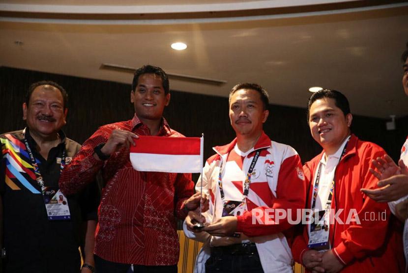 Menteri Belia dan Sukan Malaysia Khairy Jamaluddin bertemu dengan Menpora Imam Nahrawi di Kuala Lumpur, Ahad (20/8), untuk menyampaikan permintaan maaf Malaysia atas kesalahan cetak bendera merah putih dalam panduan SEA Games 2017.