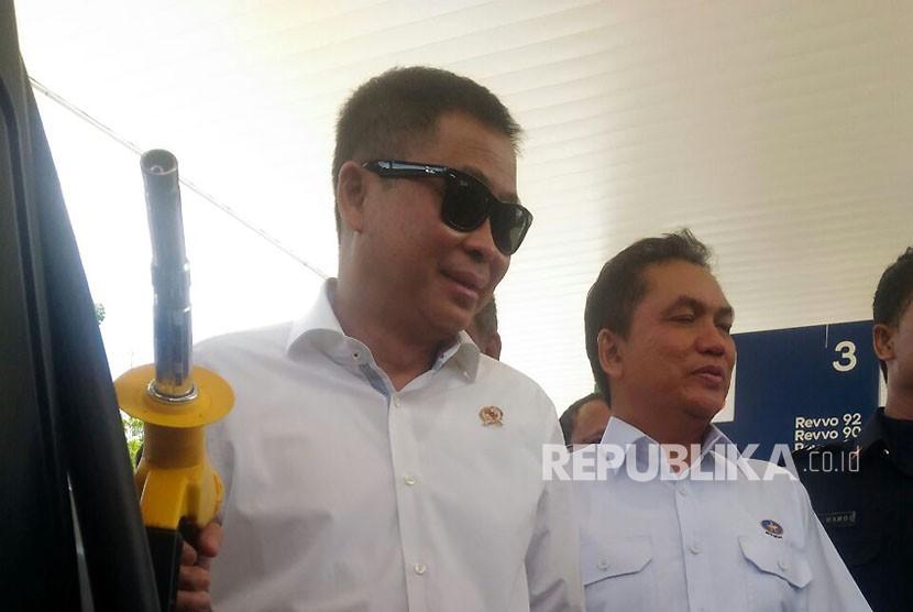 Menteri ESDM, Ignasius Jonan meresmikan SPBU VIVO di Cipayung, Kamis (25/10).