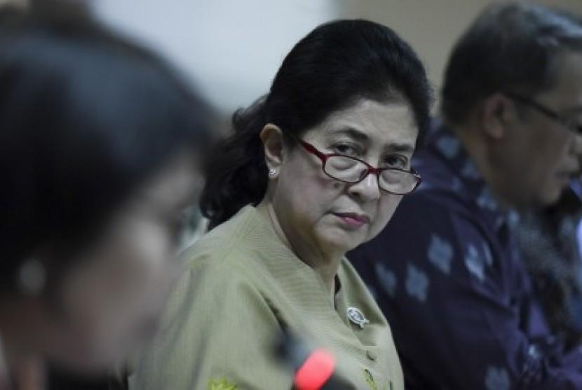 Menteri Kesehatan Nila Moeloek