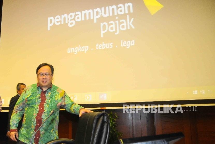 Menteri Keuangan, Bambang Brodjonegoro bersiap memberikan pernyataan kepada wartawan seputar Pengampunan Pajak (tax amesty) dan Rancana Anggaran Pendapatan dan Belanja Negara Perubahan (RAPBN-P) 2016 di Gedung Kementerian Keuangan, Jakarta, Rabu (29/6).