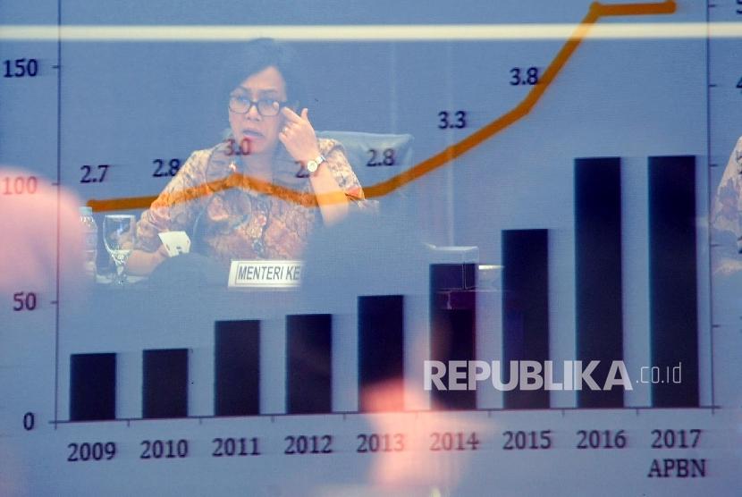 Menteri Keuangan Sri Mulyani berbicara saat konferensi pers terkait pengesahan asumsi makro dan postur Anggaran Pendapatan dan Belanja Negara (APBN) 2017 di kantor Kemenkeu, Jakarta, beberapa waktu lalu.