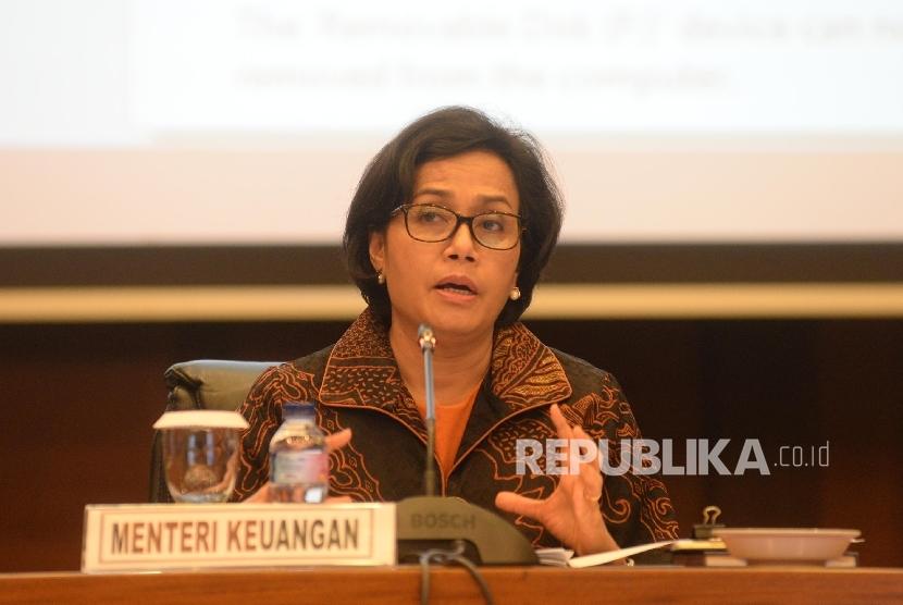 Menteri Keuangan Sri Mulyani bersama jajaran memberikan keterangan pers tentang APBN 2018 di Kantor Kemenkeu, Jakarta, Rabu (25/10)