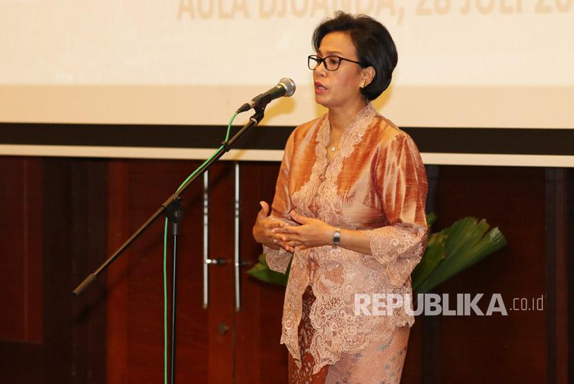 Menteri Keuangan Sri Mulyani Indrawati memberikan pengarahan saat pelantikan pejabat eselon satu Kementerian Keuangan di Jakarta, Jumat (28/7).