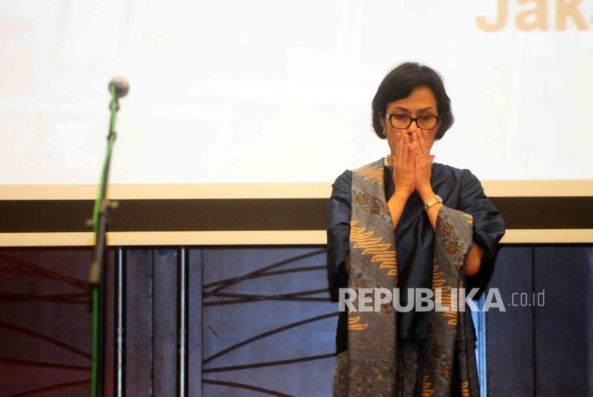 Menteri Keuangan, Sri Mulyani menghadiri serah terima jabatan di Gedung Kementerian Keuangan, Jakarta, Rabu (27/7). (Republika/Agung Supriyanto)