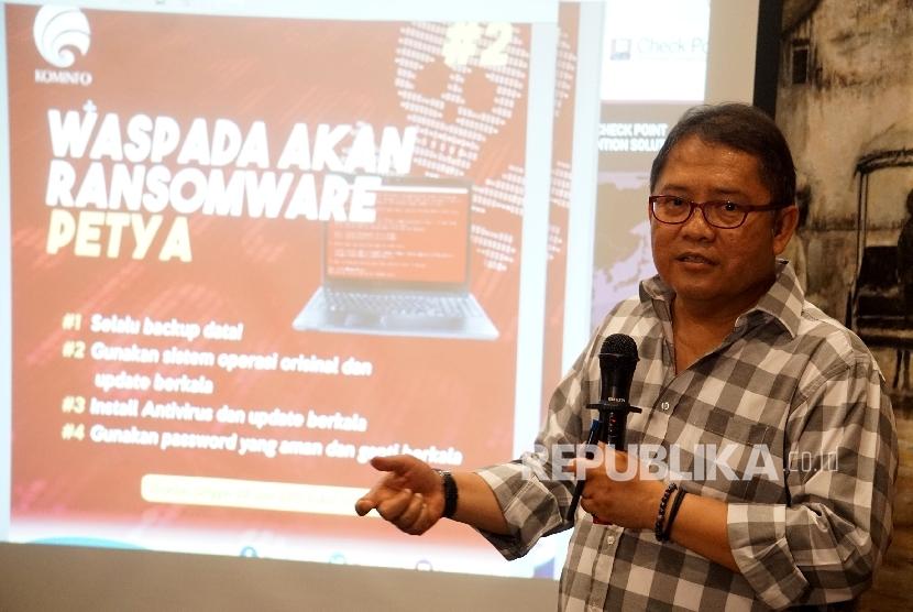 Menteri Komunikasi dan Informasi Rudiantara memberikan penjelasan mengenai antispasi dan langkah preventif terhadap serangan Malware Ransomware PETYA di Jakarta, Jumat (30/6).