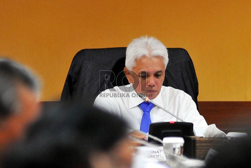 Menteri Koordinator Ekonomi Hatta Rajasa memimpin rapat koordinasi di Jakarta, Selasa (18/2).