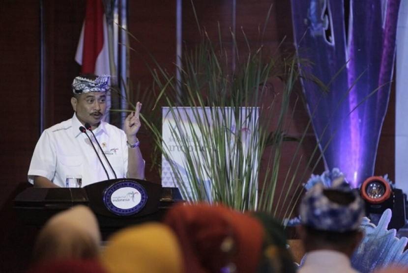Menteri Pariwisata (Menpar) Arief Yahya saat meluncurkan Calender of Event Wakatobi 2017 di Balairung Soesilo Soedarman, Kemenpar, Kamis (20/4).