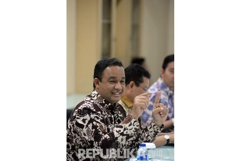 Menteri Pendidikan dan Kebudayaan Anies Baswedan memberikan paparan kinerja setahun kemendikbud saat bersilahtuhrahmi di Kantor Redaksi Republika, Jakarta,Rabu (17/2).