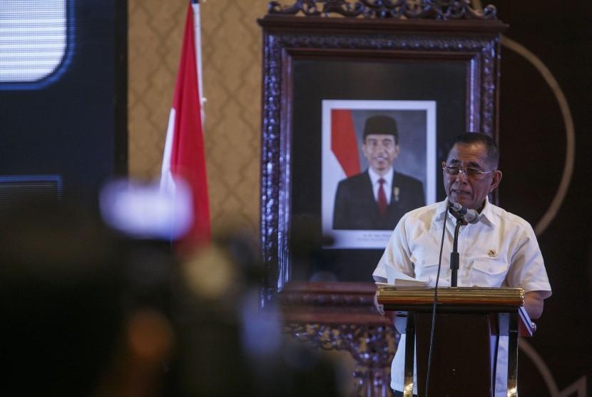 Menteri Pertahanan Ryamizard Ryacudu menyampaikan pengarahan saat rapat koordinasi Perguruan Tinggi Swasta se-DIY di Hotel Sahid Raya, Sleman, DI Yogyakarta, Rabu (18/1).