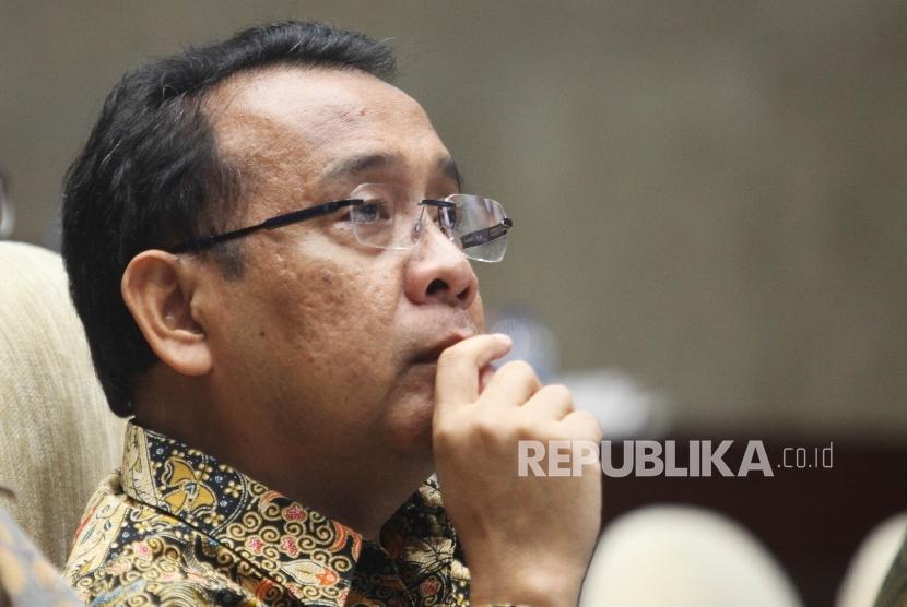 Menteri Sekretaris Negara RI, Pratikno saat mengikuti Rapat Dengar Pendapat (RDP) dengan Komisi III di Kompleks Parlemen, Senayan, Jakarta, Kamis (10/3).