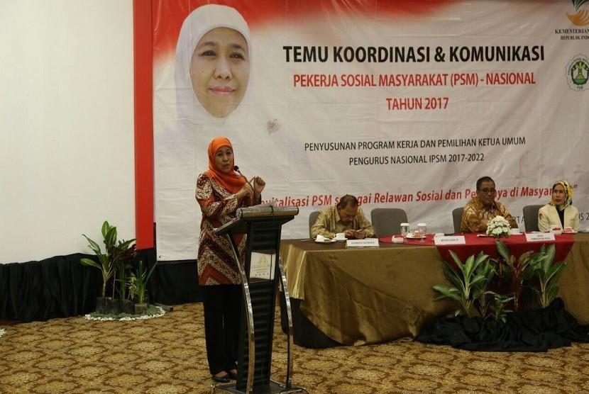Menteri Sosial Khofifah Indar Parawansa ketika membuka Temu Koordinasi dan Komunikasi PSM Nasional