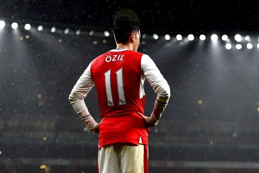 Oezil Dilaporkan Gabung Manchester United pada Januari 2018