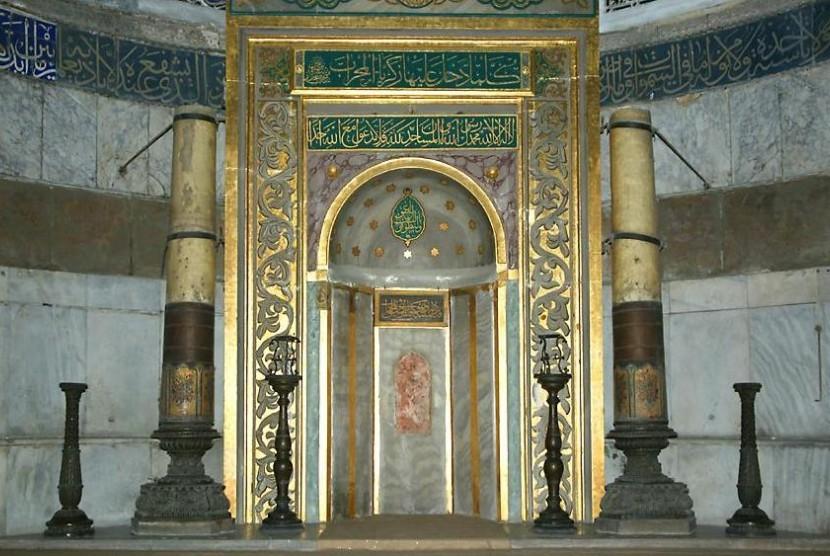 Mihrab masjid.