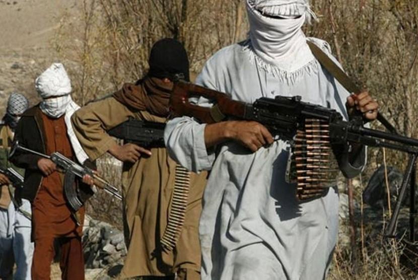 Militan Taliban bergerak di Afganistan.