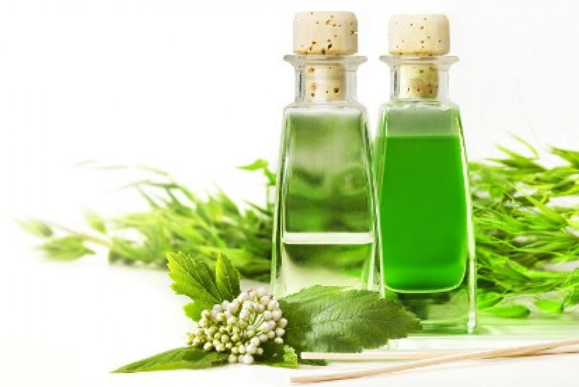 minyak esensial aromaterapi (ilustrasi)