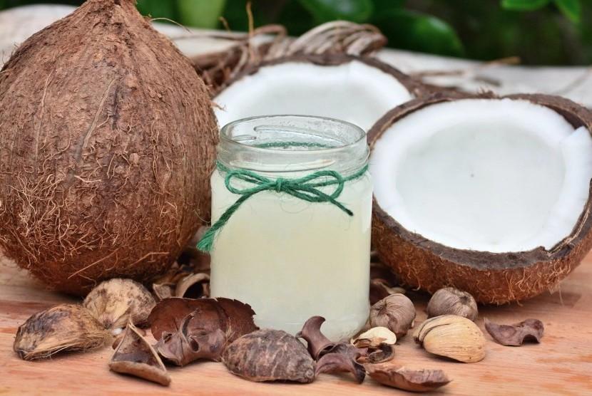 Minyak kelapa.