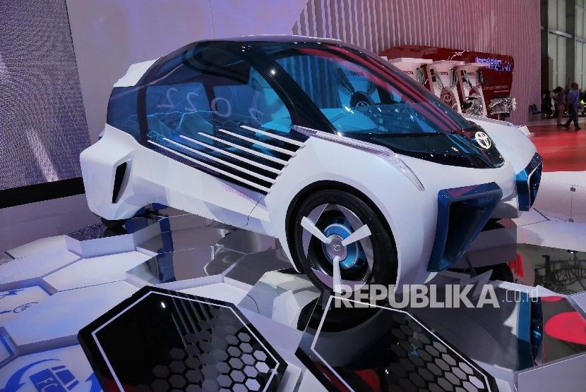 Mobil konsep Toyota FCV dipamerkan di booth Toyota pada ajang GIIAS 2016 (ilustrasi).