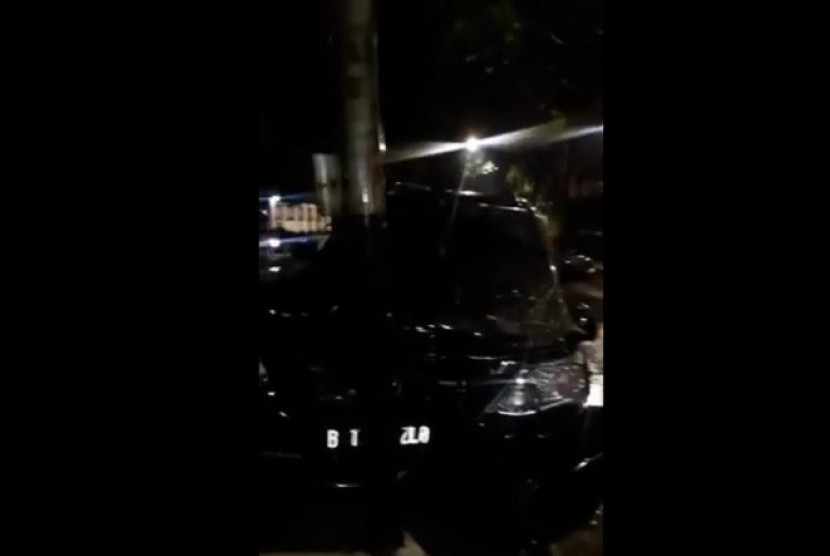 The speaker of the House of Representatives, Setya Novanto had a car accident at Permata Hijau Street, South Jakarta, on Thursday night. The car that he was riding in hit electricity pole.