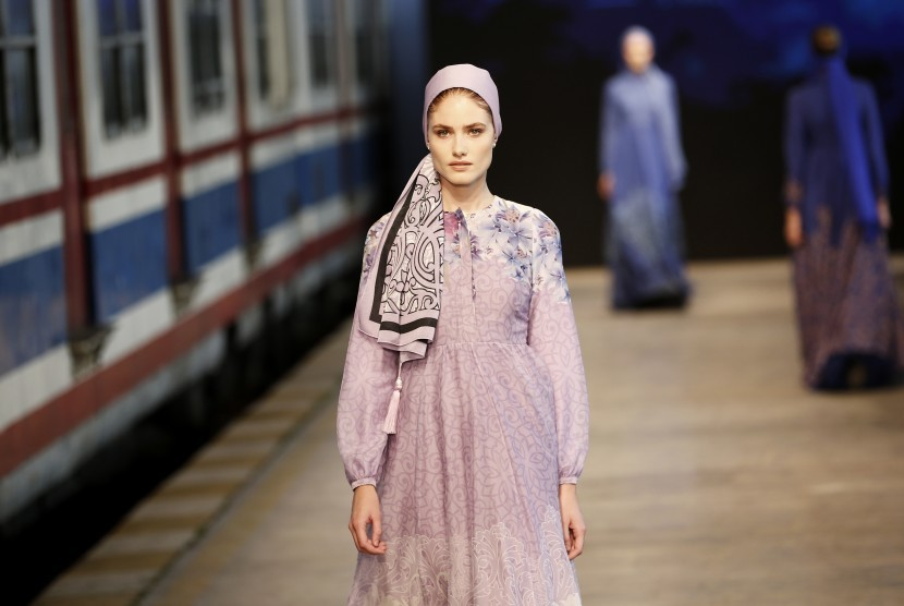 Model modest wear di peragaan busana di Eropa.