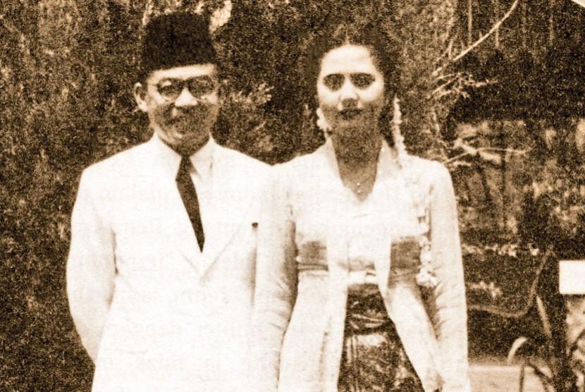 Mohammad Hatta dan Rahmi menikah di Megamendung, Bogor, pada 18 November 1945.