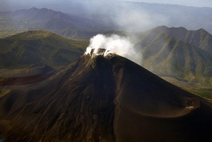 Mount Lokon in North Sulawesi (file photo)