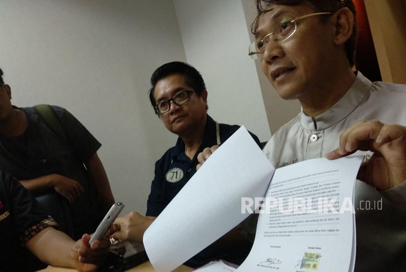 Muhammad Farizi selaku kuasa hukum Zumi Zola memberikan keterangan pers dan klarifikasi terhadap kasus yang dihadapi kliennya pada Jumat (9/2) di Gedung Ariobimo Sentral, Kuningan, Jakarta selatan.