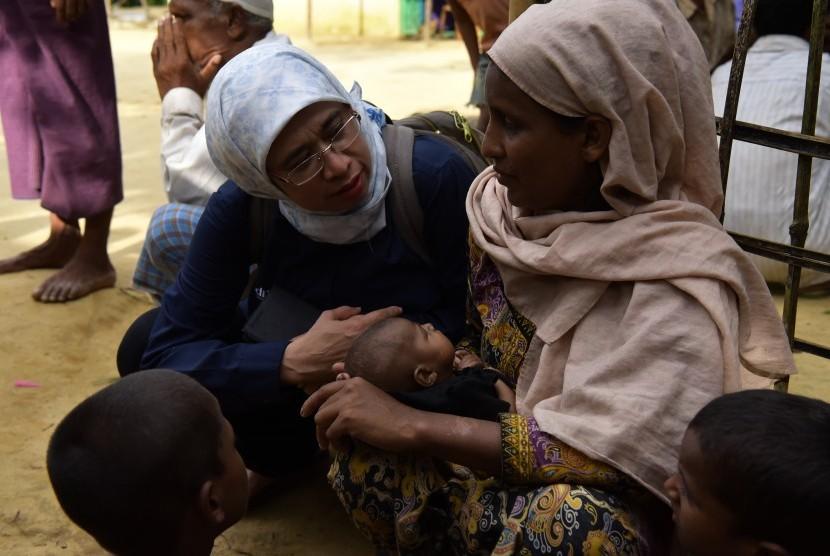 Muhammadiyah Disaster Management Center (MDMC) memberikan bantuan di Rakhine, Myanmar.