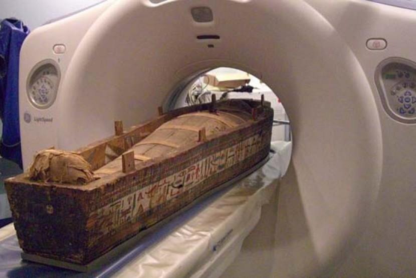 Mumi Mesir masuk mesin scan