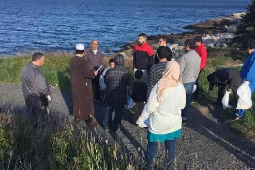 Muslim Kanada bersikan lingkungan