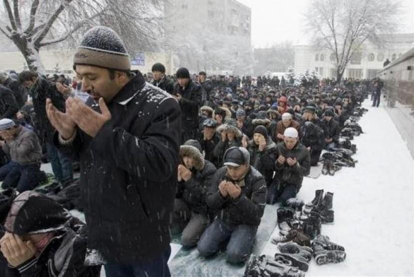 Muslim Rusia melaksanakan shalat Jumat berjamaah.