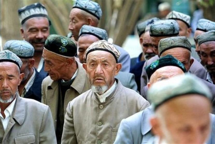 Muslim Uighur yang mendiami wilayah Zinjiang bagian barat.