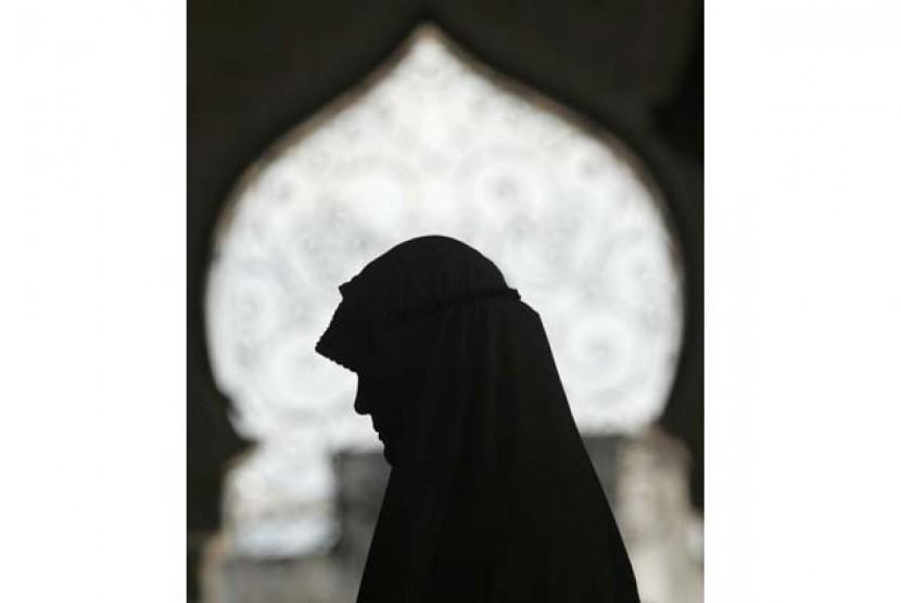 Bolehkah Muslimah Menjadi Imam Shalat?
