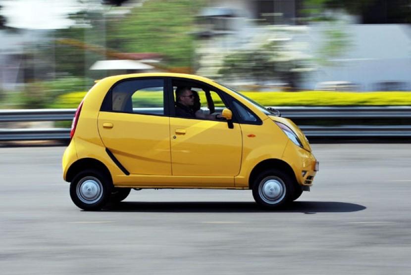 Nano, produksi Tata Motors diklaim sebagai mobil termurah di India.