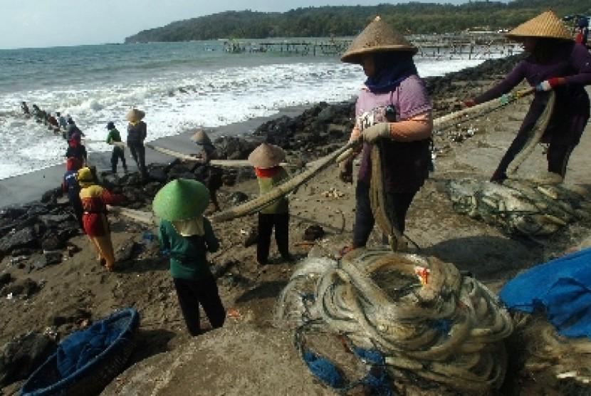 Nelayan Pangandaran Tunda Melaut Hingga Pekan Depan